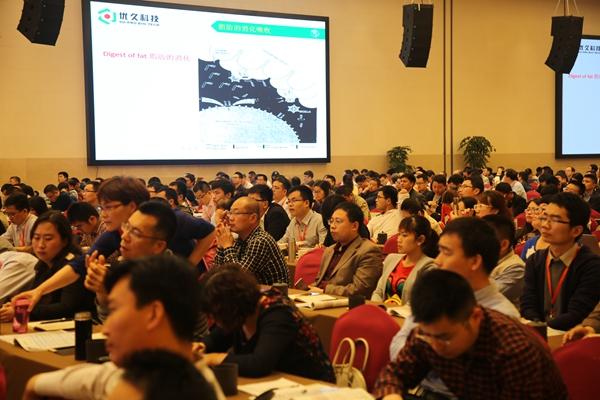 参会人员在认真聆听王博士的演讲